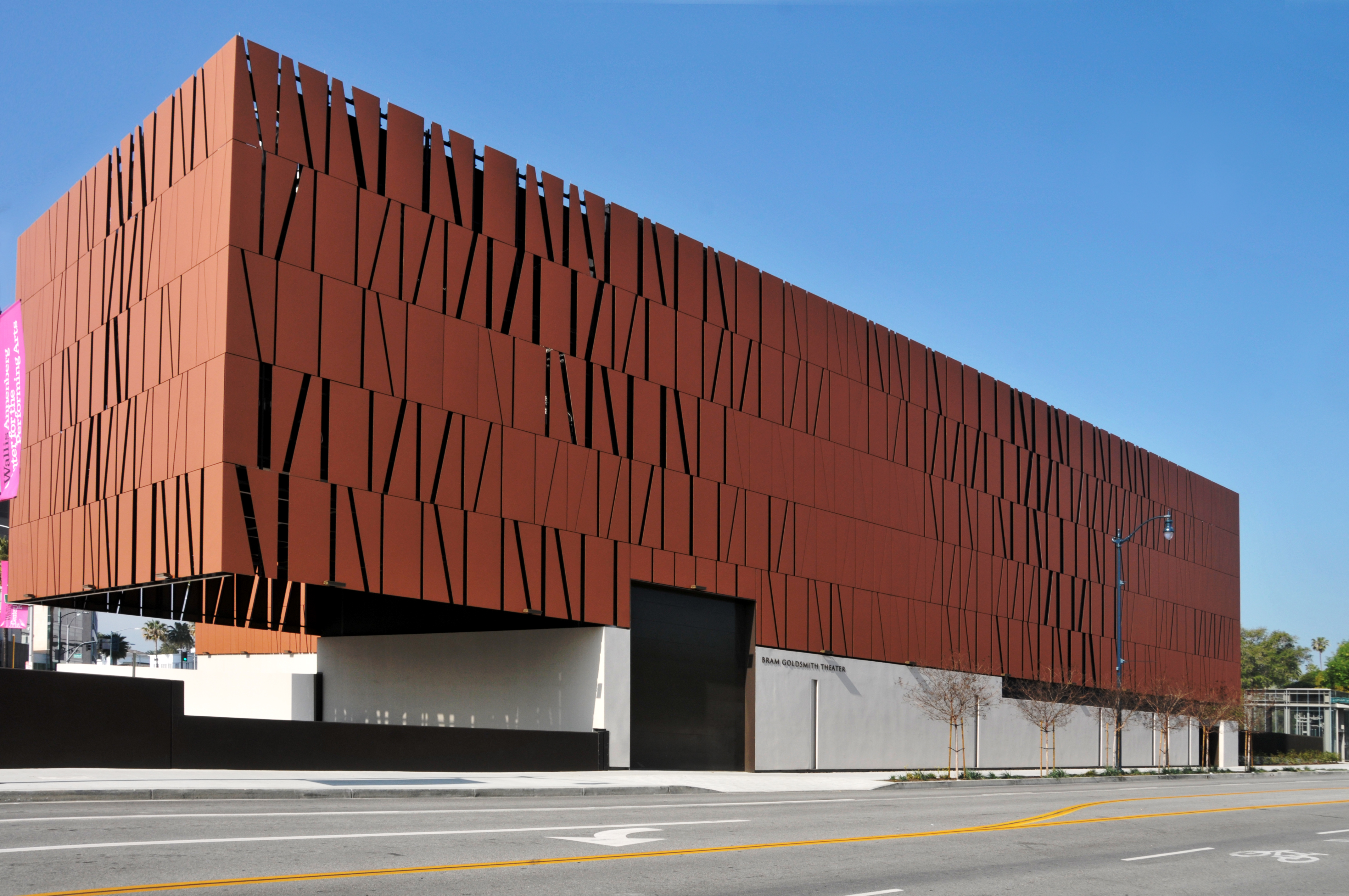 Wallis_Annenberg_Center_for_the_Performing_Arts_looking_North-West_2015